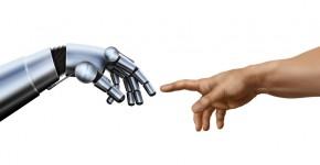 Roboterhand und Menschenhand berühren sich beinahe