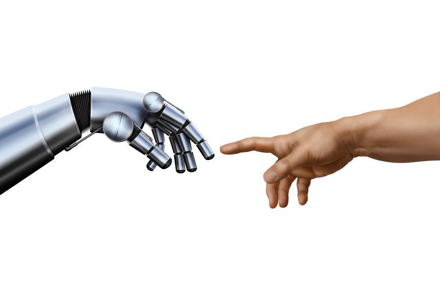 Roboterhand und Menschenhand berühren sich beinahe als Metapher für automatisierte Texterstellung